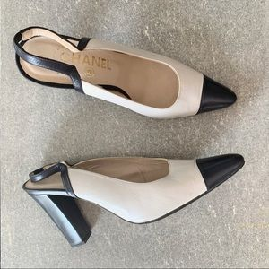 CHANEL Classic Two Tone Slingback Pumps size 39